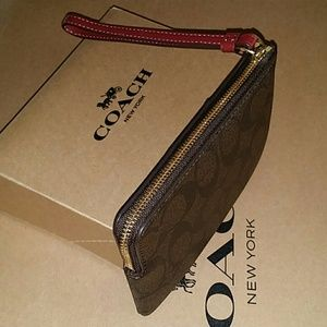 Coach Bags - 🌺{NEW WITH TAGS} ●COACH Corner Zip Wristlet🌺🌺